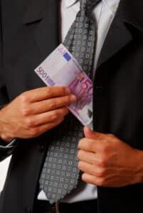 Was für ein Einstiegsgehalt ein Rechtsanwalt für Baurecht erhält, verrät die Studie des Anwaltblatts