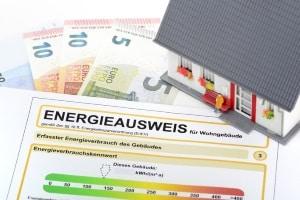 Eine energetische Zwangssanierung gibt es nicht. Bei einer Gefährdung kann ein Sanierung jedoch angeordnet werden.