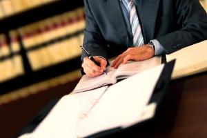 Wurde die Erhöhung vom Pflegegrad abgelehnt, können Sie den Fall von einem Anwalt prüfen lassen.