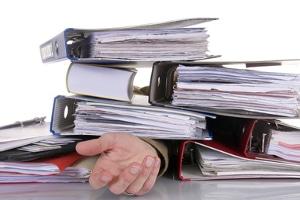 Die Kosten für die Ermittlung von Erben können aus dem Nachlass entnommen werden.