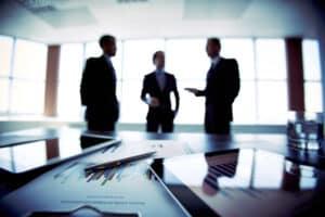 Der Fachanwalt im Handels- und Gesellschaftsrecht unterstützt Personen bei der Gründung ihres Start-ups