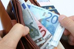 Bei Fahrerflucht variiert das Bußgeld bzw. die Geldstrafe je nach Schwere des entstandenen Schadens.