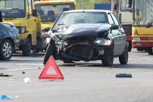 Fahrlässige Körperverletzung kommt häufig bei Unfällen im Straßenverkehr vor.