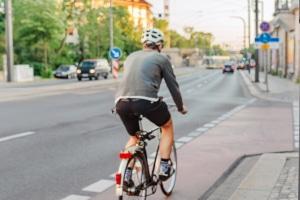 Worauf ist zu achten, wenn Sie mit dem Fahrrad rechts abbiegen wollen?