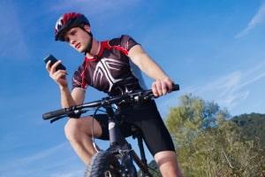 Auch ein Handyverstoß auf dem Fahrrad hat ein Bußgeld zur Folge.