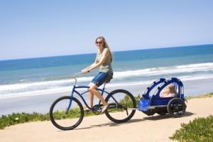 Fahrrad. Mit einem Kind kann der Trabsport auch per Anhänger erfolgen. Maximal zwei Kinder sind erlaubt.