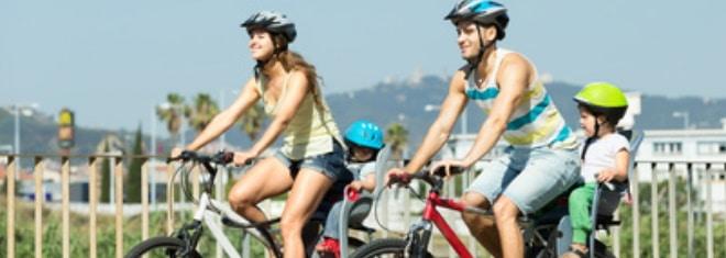 Auf dem Fahrrad das Kind mitnehmen: Was dabei zu beachten ist, erfahren Sie im Ratgeber.