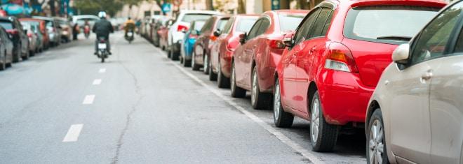 Falsch parken: Ein Bußgeld ist häufig die Konsequenz.