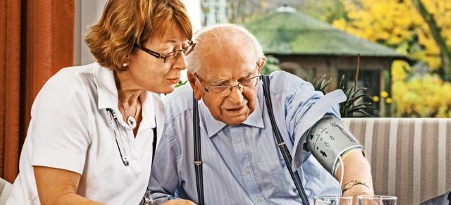 Welche Aufgaben ein Pflegedienst übernimmt, erfahren Sie im nachfolgenden Ratgeber.