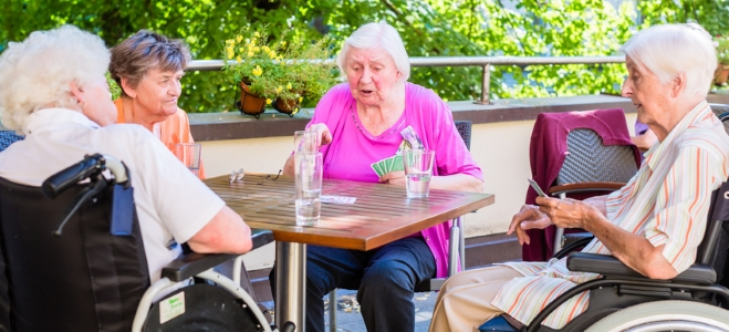 Was umfasst die Pflege im Heim? Eine Definition für die stationäre Pflege liefert unser Ratgeber.