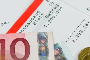Die Ehegattenunterhalt-Berechnung basiert auf dem bereinigten Nettoeinkommen beider Parteien.