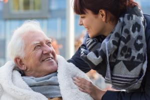 Bei der Erberschleichung werden in der Regel ältere Menschen getäuscht und betrogen.
