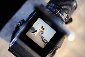 Fotograf bei der Hochzeit: Die Kosten können zwischen 500 und 2.000 Euro liegen.