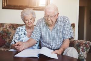 Gemeinschaftliches Testament: Bei dieser Form setzen sich die Eheleute gegenseitig als Alleinerben ein.