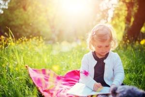 Grundsätzlich wird durch die gesetzliche Erbfolge das eigene Kind bedacht.
