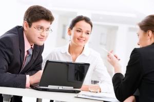 Bevor eine Gütergemeinschaft vereinbart wird, sollten Sie sich durch einen Anwalt oder Notar beraten lassen.