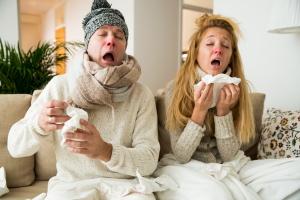 Sind Braut oder Bräutigam erkrankt, kann es ggf. sinnvoll sein, die Hochzeit zu verschieben.