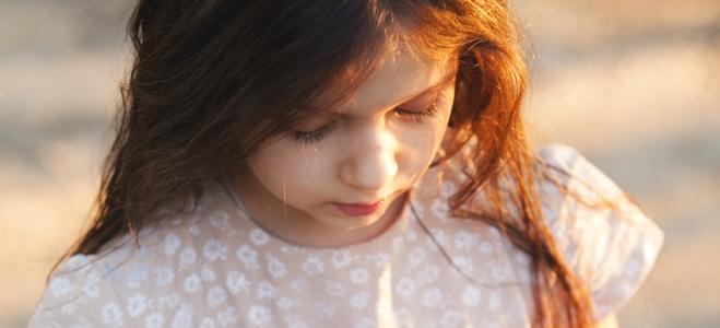 Kinderarmut in Deutschland: Eine Definition sowie Zahlen und Fakten liefert dieser Ratgeber.