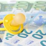 Kindergeld wird Familien zur Grundversorgung der Kinder vom Staat zur Verfügung gestellt.