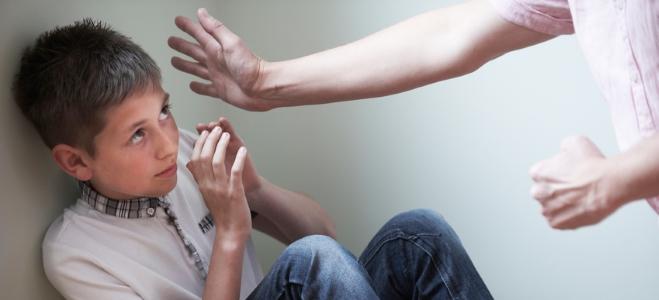 Was ist Kindeswohlgefährdung? Eine Definition und weitere Informationen liefert der nachfolgende Ratgeber.
