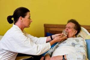 Ab Pflegegrad 2 besteht Anspruch auf Kurzzeitpflege sowie Verhinderungspflege.
