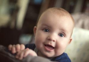 Namensgebung: Das Kind bekommt seinen Namen in der Regel von den Eltern.