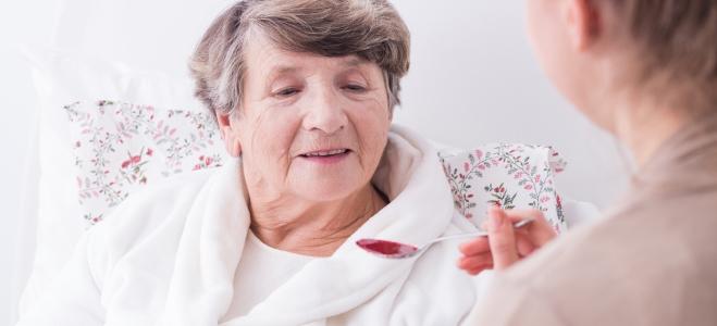 Welche Besonderheiten für die Pflege bei Demenz gelten, verrät der nachfolgende Ratgeber.