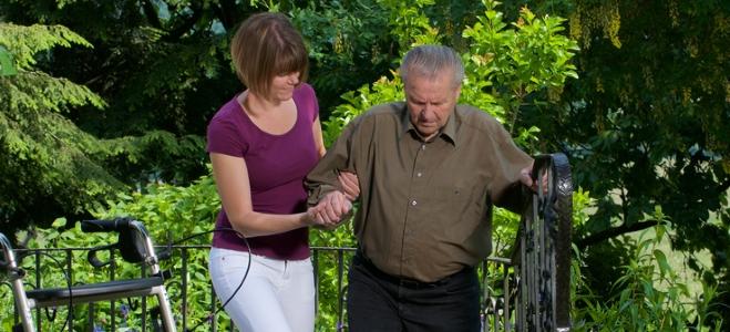 Was ist wichtig, wenn der Pflegefall eintritt? Antworten liefert dieser Ratgeber.