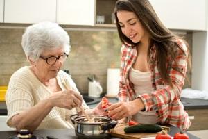 Unterstützung im Alltag: Für einen Pflegegrad 5 sind die Voraussetzungen klar definiert.