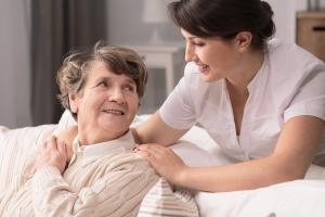Für die professionelle Pflege sind ausgebildete Fachkräfte notwendig.