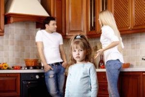 Ein Rosenkrieg kann vor allem für gemeinsame Kinder ein Albtraum sein.