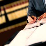Ein Scheidungsanwalt hilft nicht nur im Scheidungsverfahren, sondern z. B. auch bei Fragen zum Unterhalt.