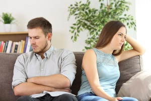 Die Scheidungsberatung unterstützt Betroffene auf dem oft schweren Weg Richtung Scheidung.