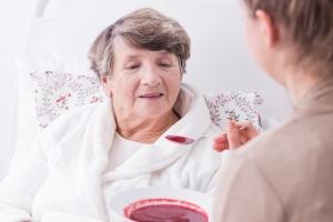 Die stationäre Pflege lässt sich aufgrund der verschiedenen Formen an die jeweiligen Bedürfnisse anpassen.