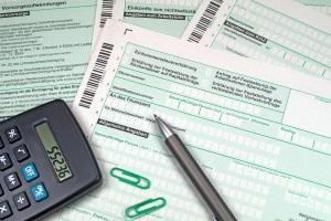 Nachzahlungen lassen sich bei der Kombination aus Steuerklasse 4 und 4 mit Faktor häufig vermeiden.