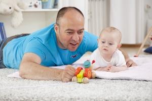 Anspruch auf Umgangsrecht: Auch ein Vater ohne Sorgerecht kann diesen geltend machen.