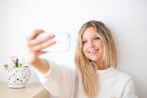 Zeit für ein Selfie: Doch droht bei einem Foto in der Wahlkabine Ärger?