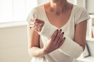 Ist eine fristlose Kündigung beim Fitnessstudio wegen einer Krankheit oder einer Verletzung möglich?