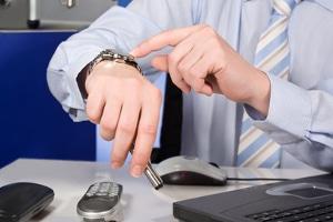 Anwälte müssen ausreichend Zeit einplanen, um eine Fristwahrung trotz vorübergehender Störung des gerichtlichen Faxgeräts zu gewährleisten.