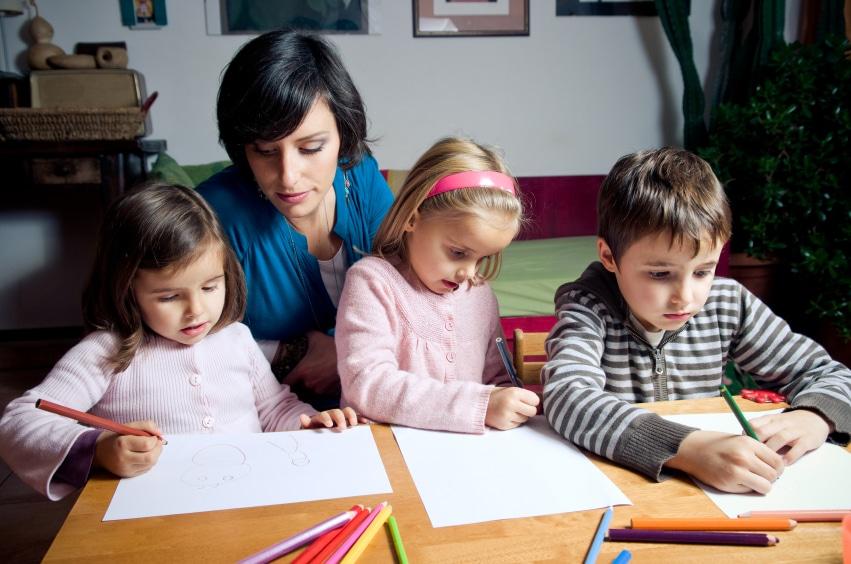 Nicht nur nach der Geburt braucht ein Kind Aufmerksamkeit. Sie können die Elternzeit auch aufteilen.