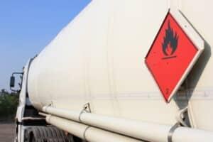 Gefahrgut unterliegt besonderen Regelungen bei der Ladungssicherung