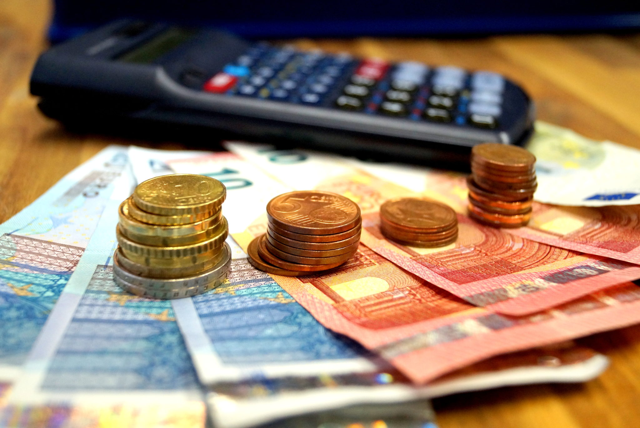 Geldtürme mit Taschenrechner