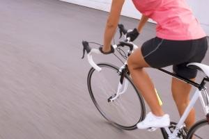 Auch bei einer hohen Geschwindigkeit muss der Radfahrer seinen Drahtesel noch sicher steuern können.