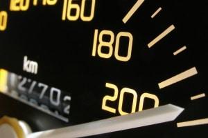 Geschwindigkeitsbegrenzung auf der Kraftfahrstraße: Wie schnell dürfen Sie fahren?