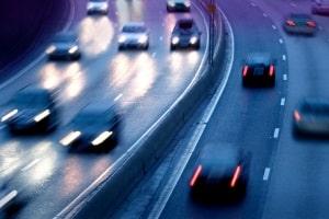 Eine Geschwindigkeitsübertretung innerorts wird anders gewertet als außerorts.