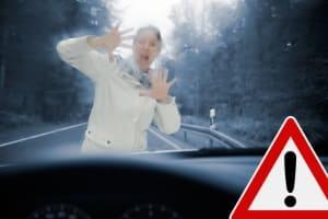 Eine Geschwindigkeitsübertretung verursacht nicht selten einen Unfall.