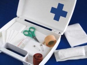 Die gesetzliche Unfallversicherung hat auch für die gebotenen Erste-Hilfe-Maßnahmen Sorge zu tragen.