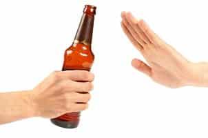 Die Grenze für Alkohol am Steuer liegt bei 0,5 Promille, sofern keine Fahrfehler vorliegen.