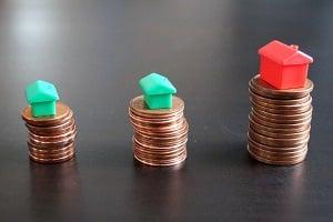 Die Grundschuld kann für ein Haus oder eine Wohnung an die Bank übertragen werden.