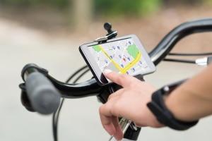 Mit einer entsprechenden Halterung darf das Handy am Fahrrad zum Einsatz kommen.